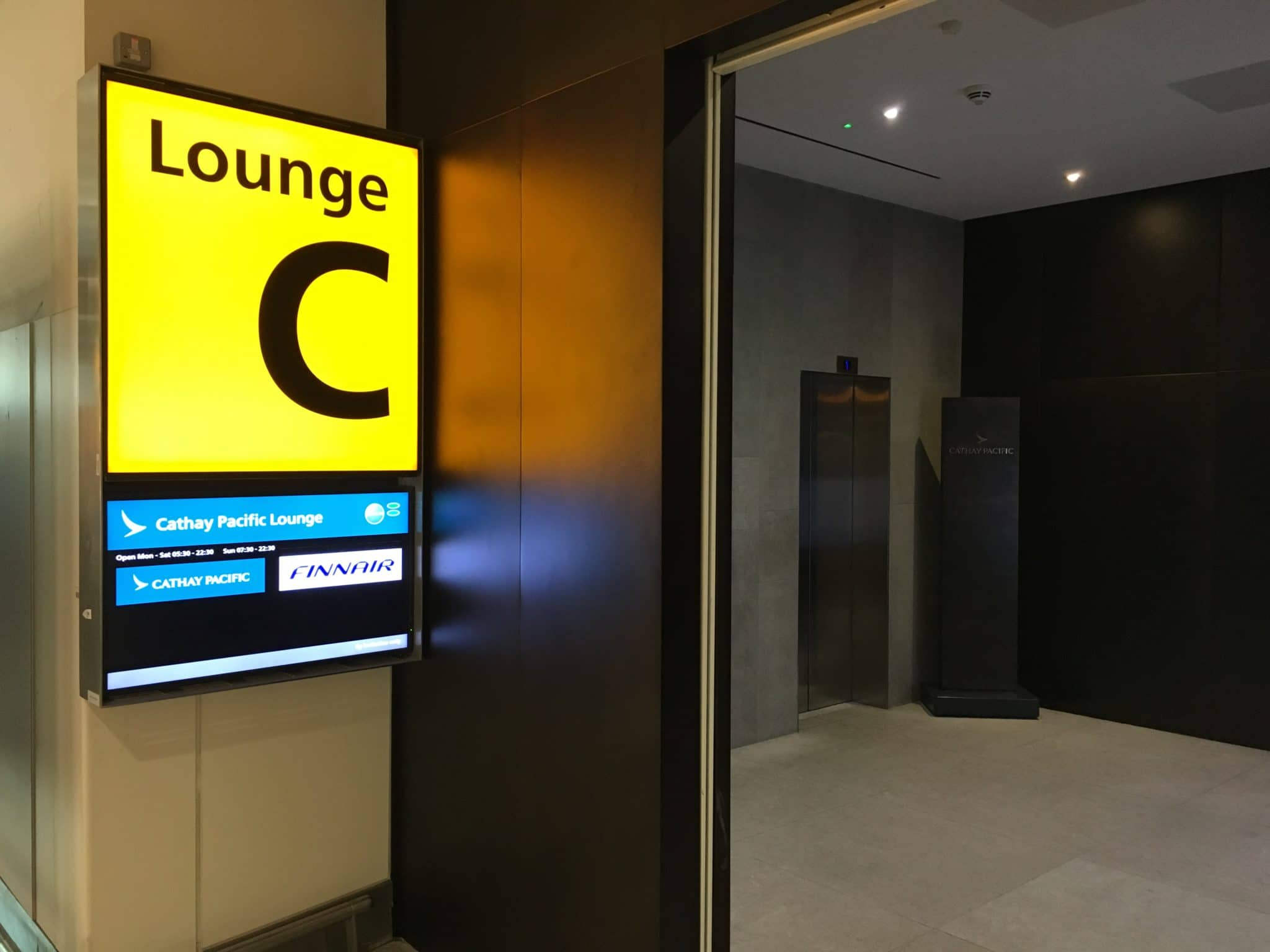 Cathay Pacific Business Class Lounge Eingang London Heathrow