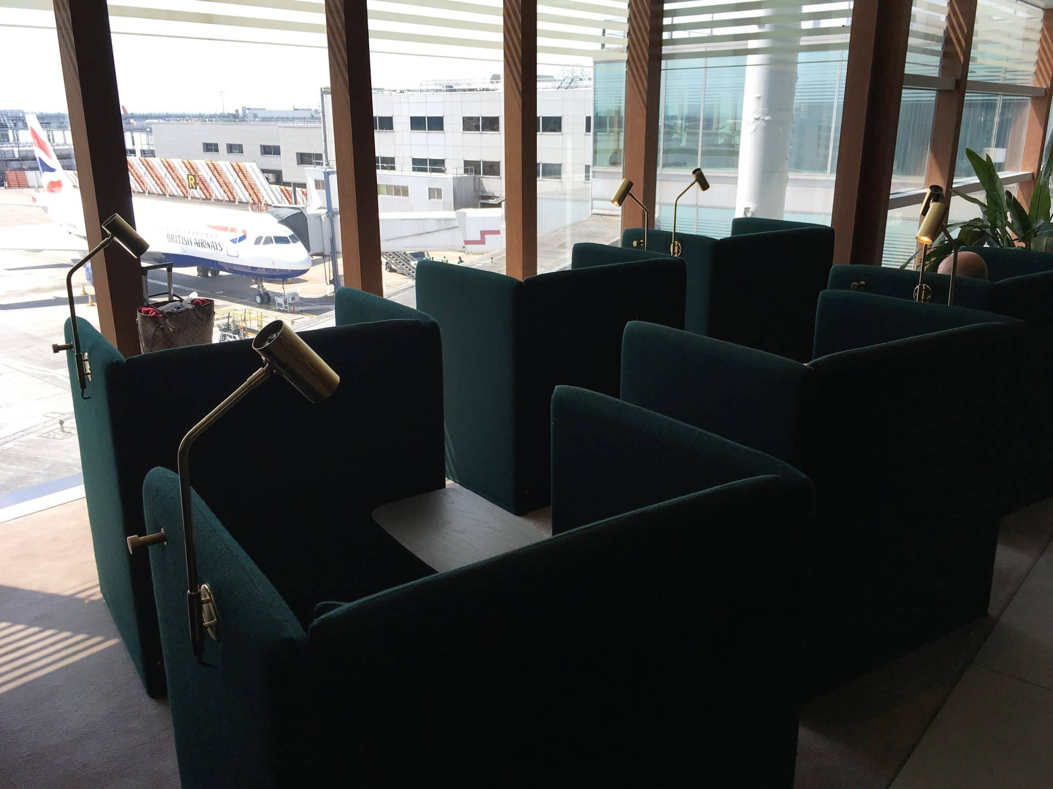 Cathay Pacific Business Class Lounge London Chill Sessel