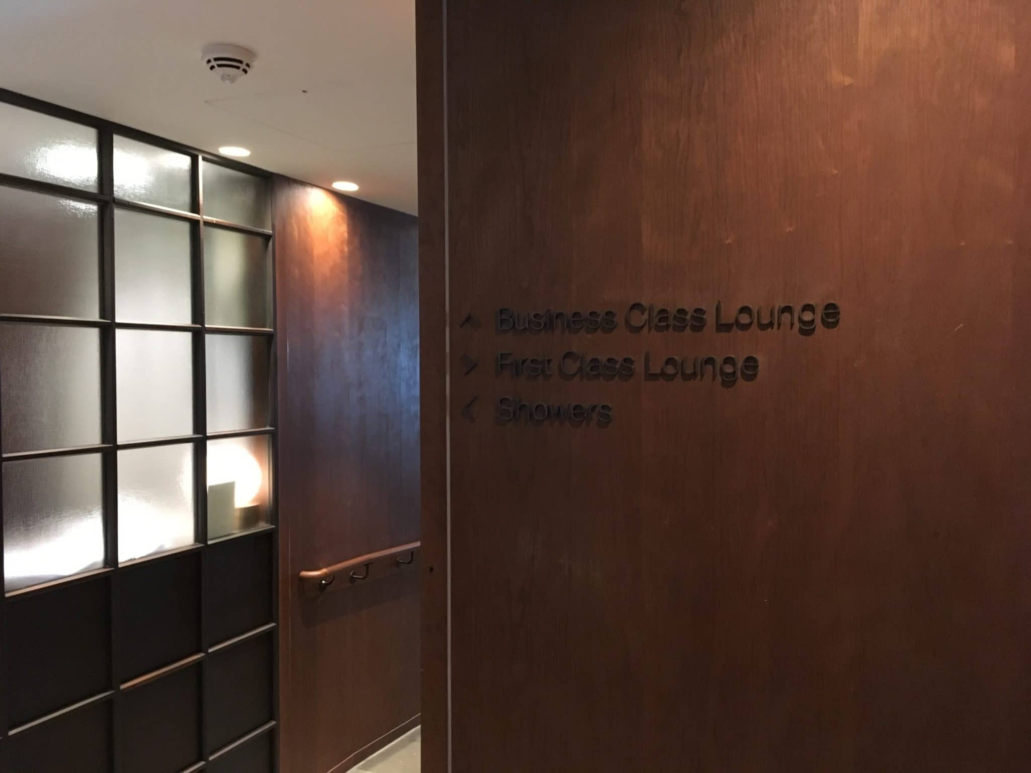 Cathay Pacific Business Class Lounge London Wegweiser