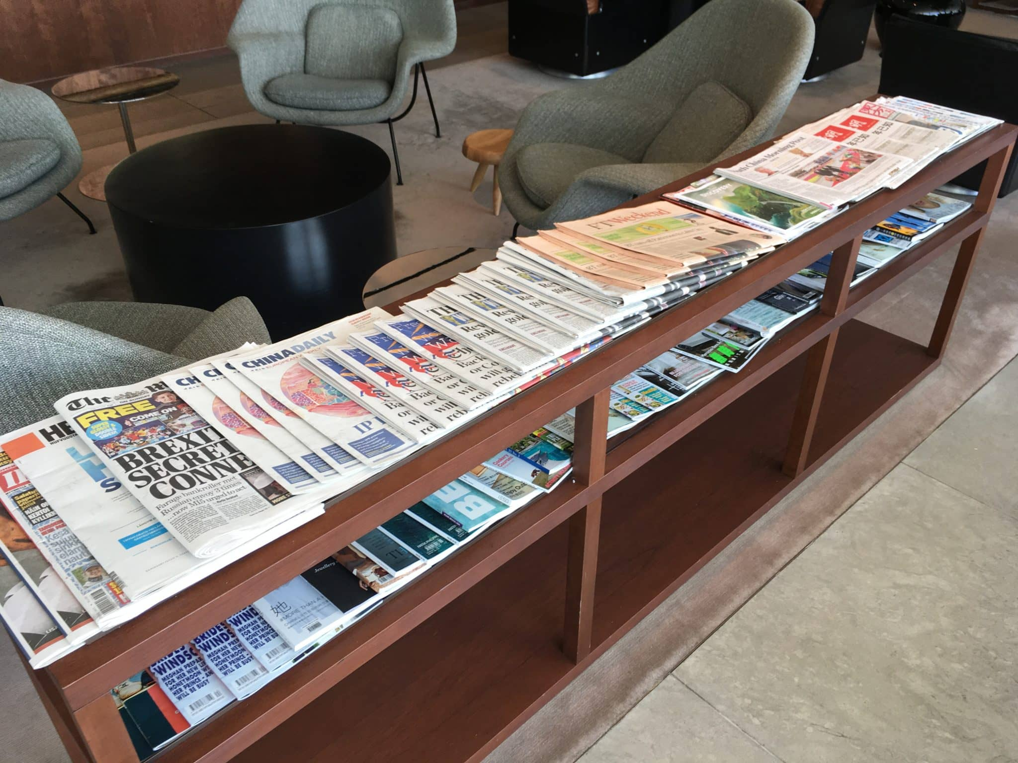 Cathay Pacific Business Class Lounge London Zeitschriften