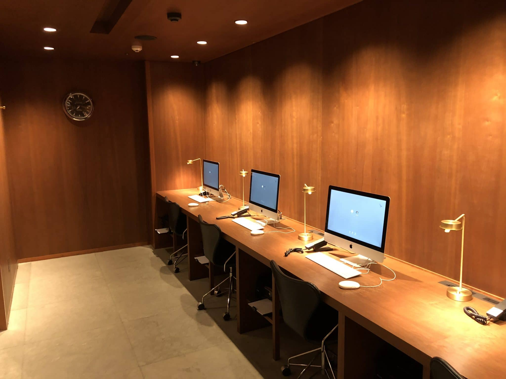 Cathay Pacific Business Class Lounge Taiwan-Taoyuan Arbeitsbereich