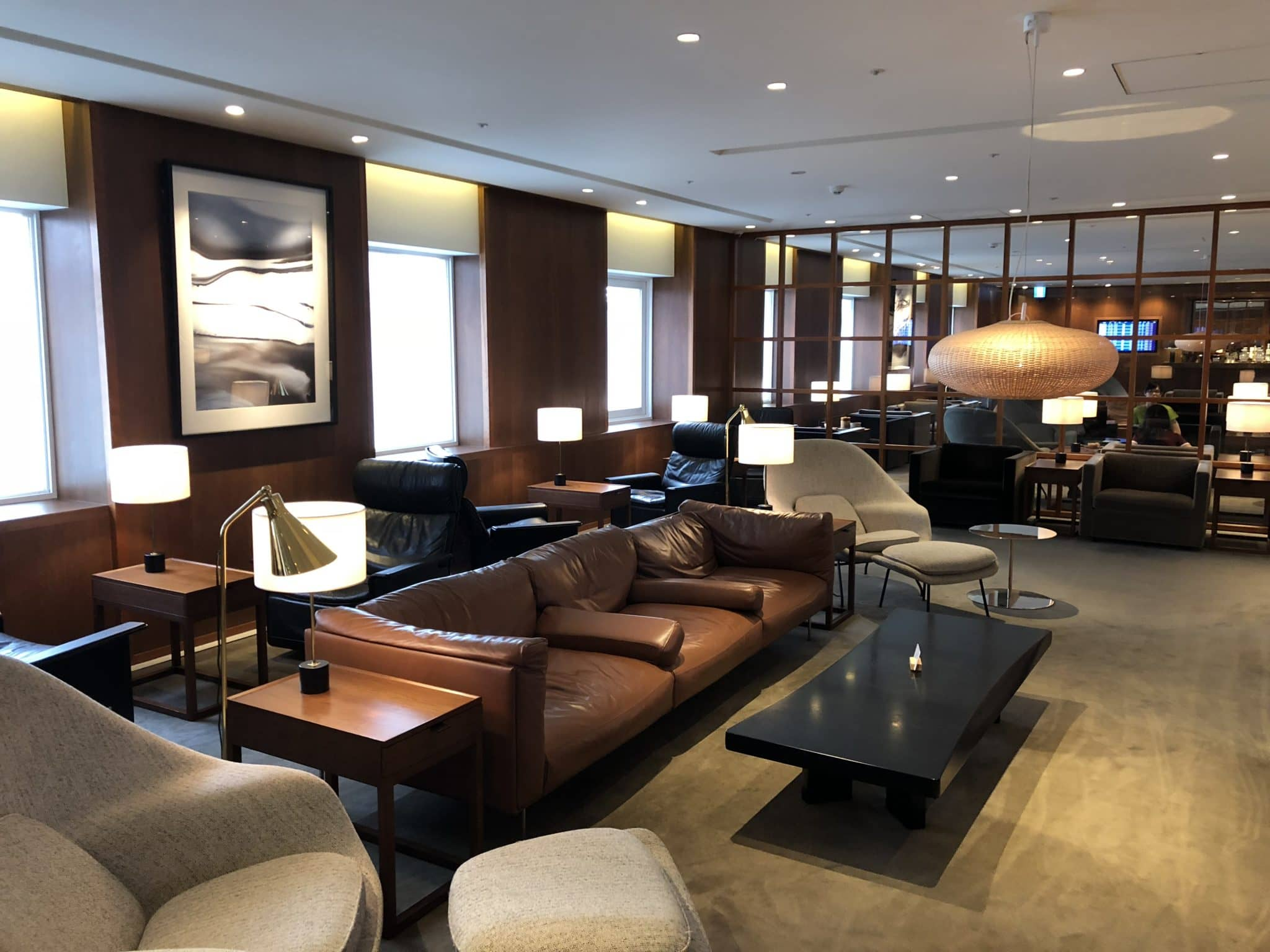 Cathay Pacific Business Class Lounge Taiwan-Taoyuan Diverse Sitzmoeglichkeiten