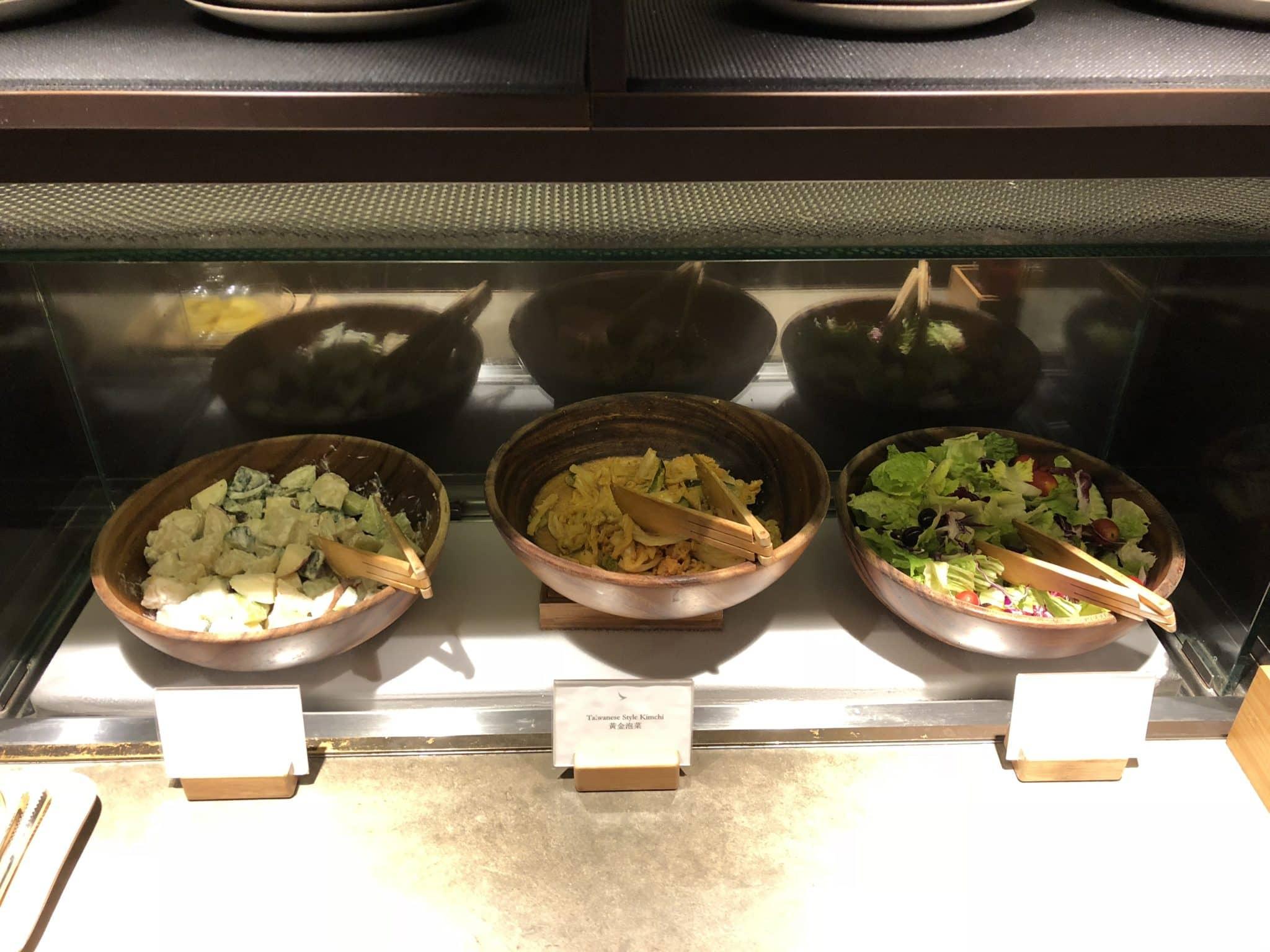 Cathay Pacific Business Class Lounge Taiwan-Taoyuan Salatbar