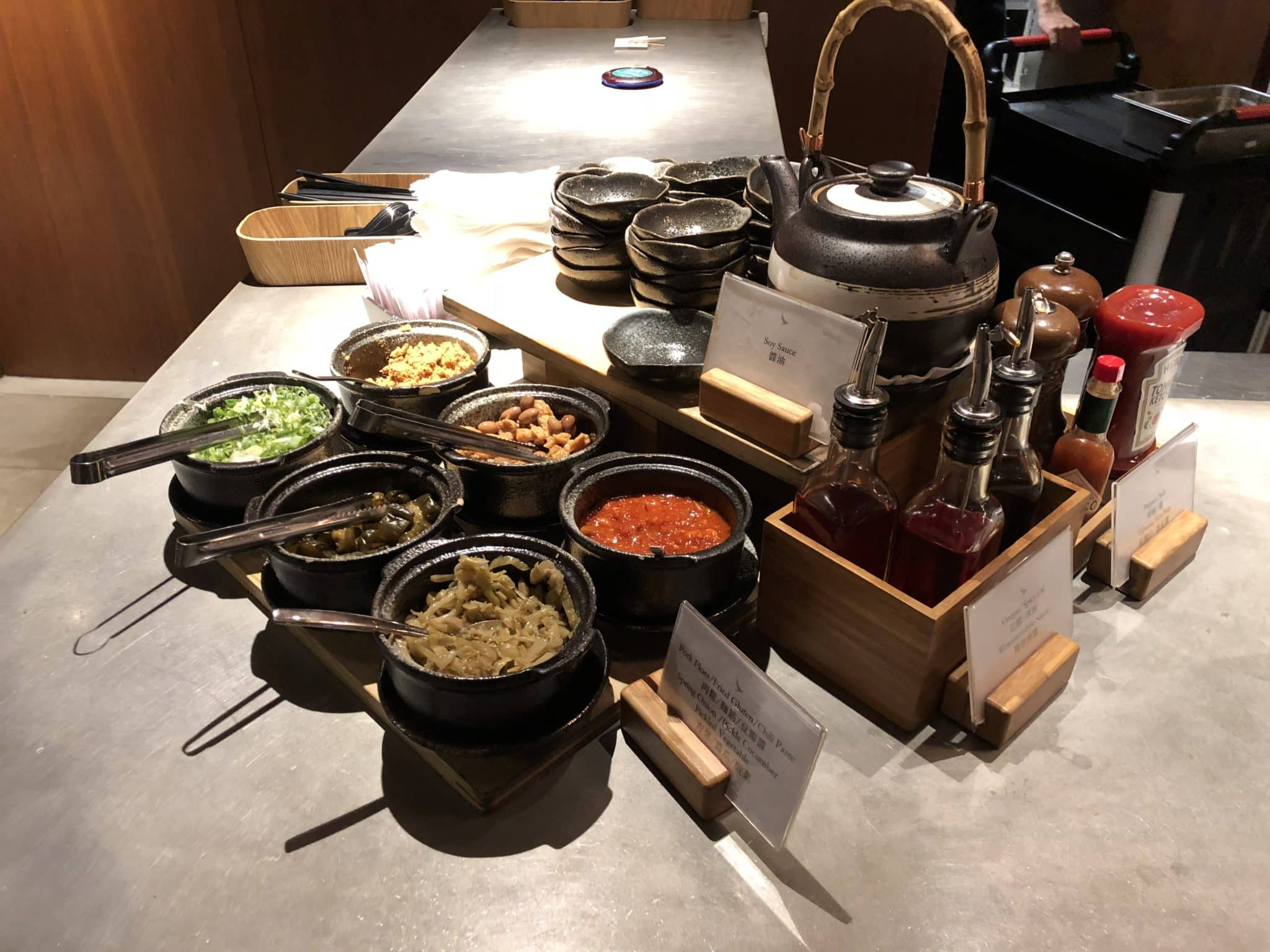 Cathay Pacific Business Class Lounge Taiwan-Taoyuan Auswahl Sauce