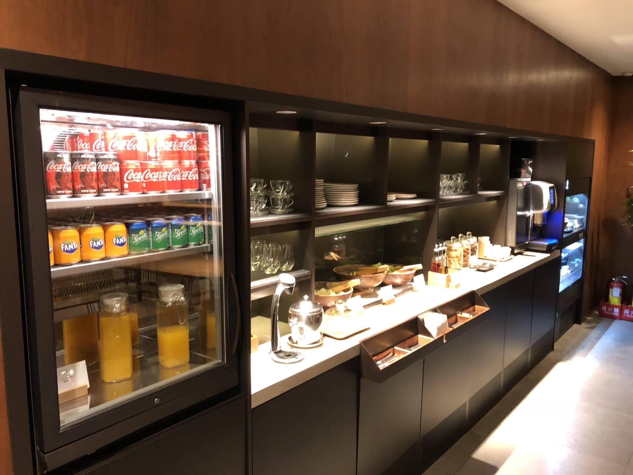 Cathay Pacific Business Class Lounge Taiwan-Taoyuan Snackbar