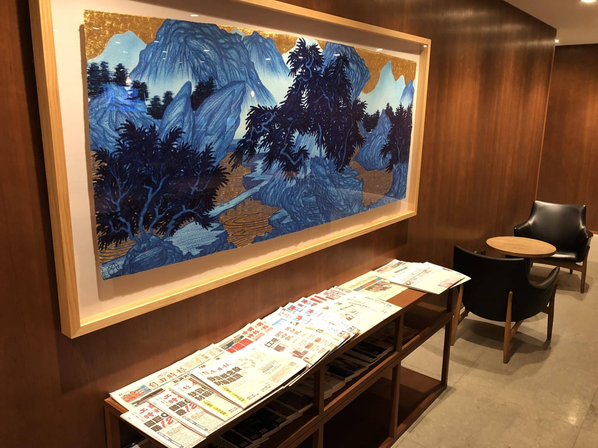 Cathay Pacific Business Class Lounge Taiwan-Taoyuan Zeitungen
