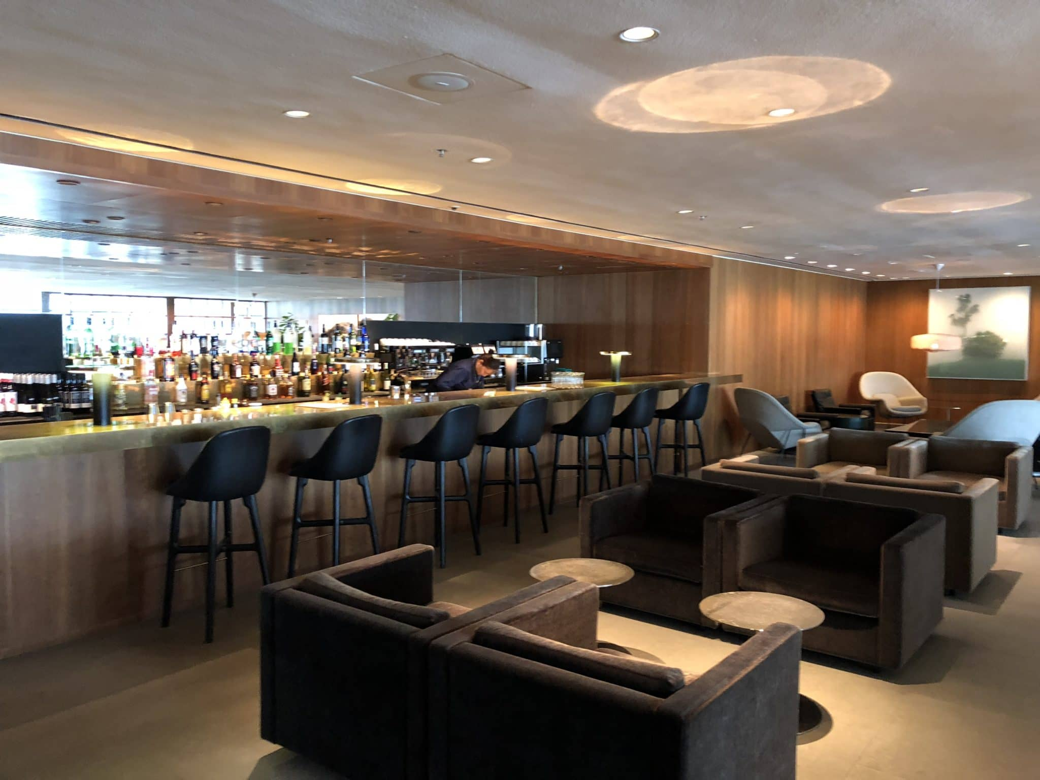 Cathay Pacific Business Class Lounge The Pier Bar der Lounge
