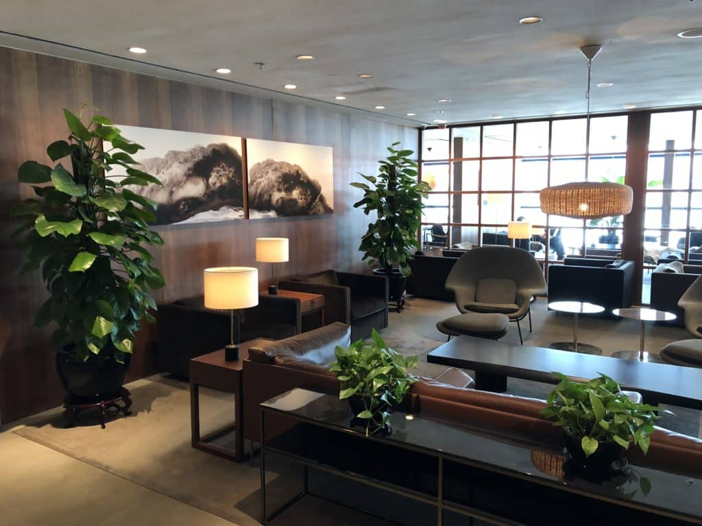 Cathay Pacific Business Class Lounge The Pier Sitzbereich