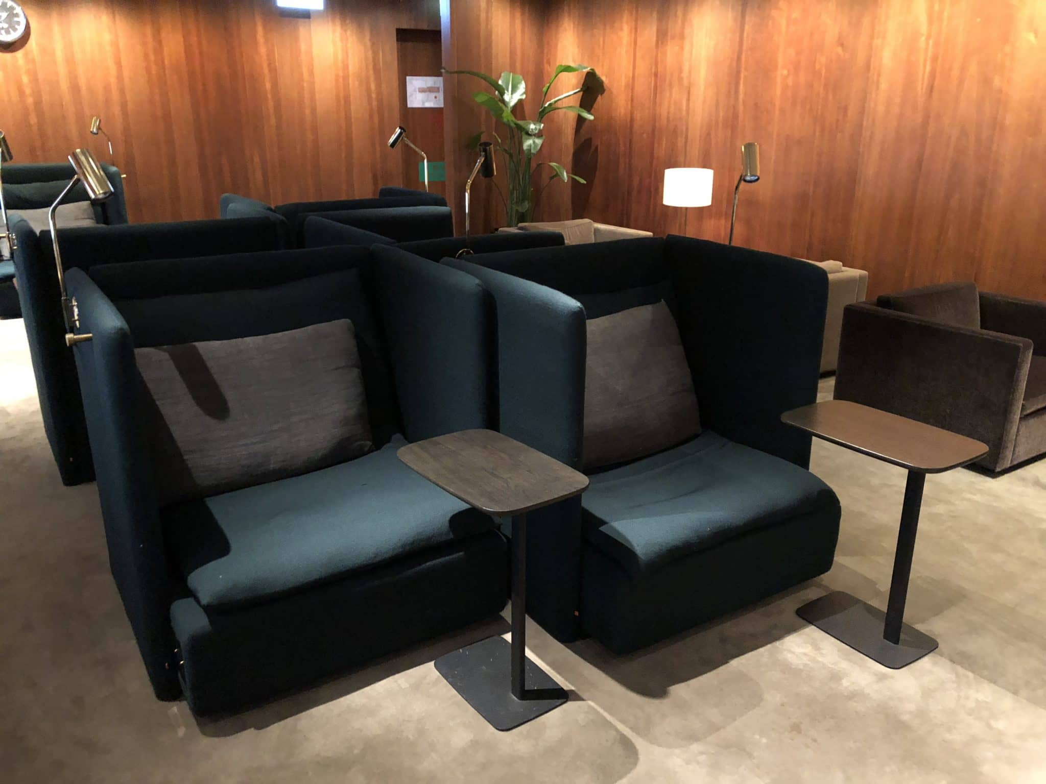 Cathay Pacific Business Class Lounge The Pier Chill Sessel