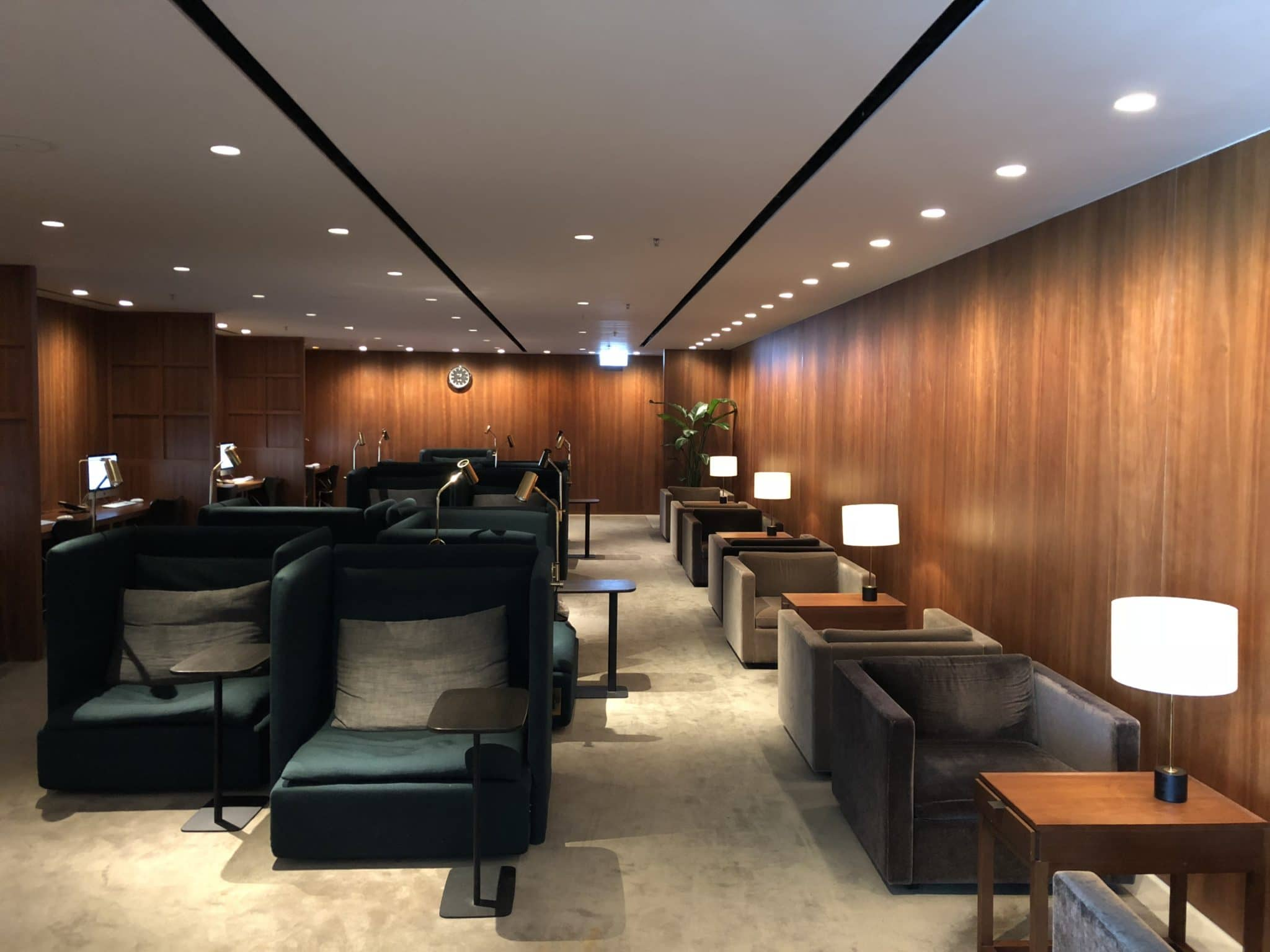 Cathay Pacific Business Class Lounge The Pier Arbeitsbereich