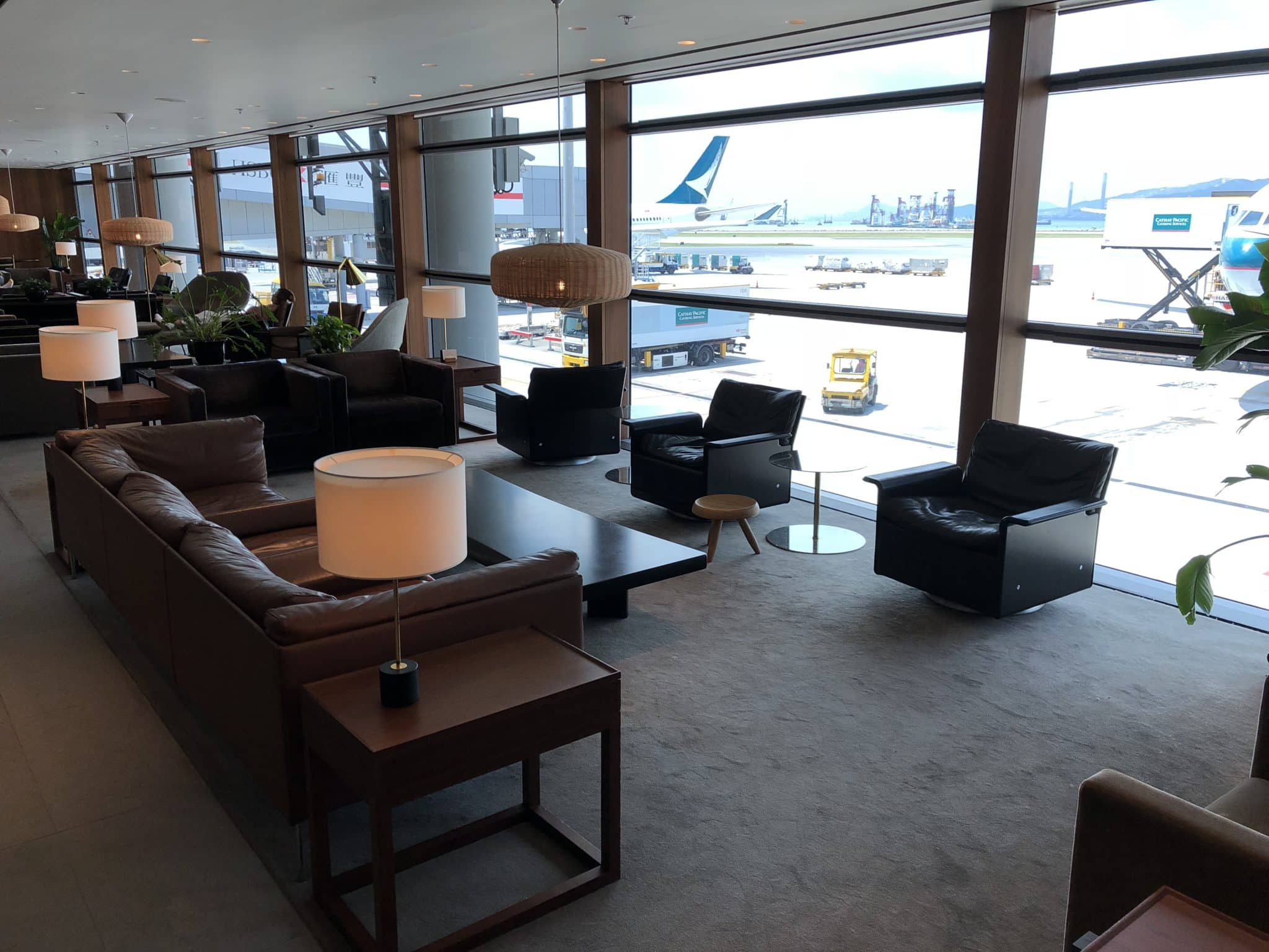 Cathay Pacific Business Class Lounge The Pier Sitzbereich Fensterfront