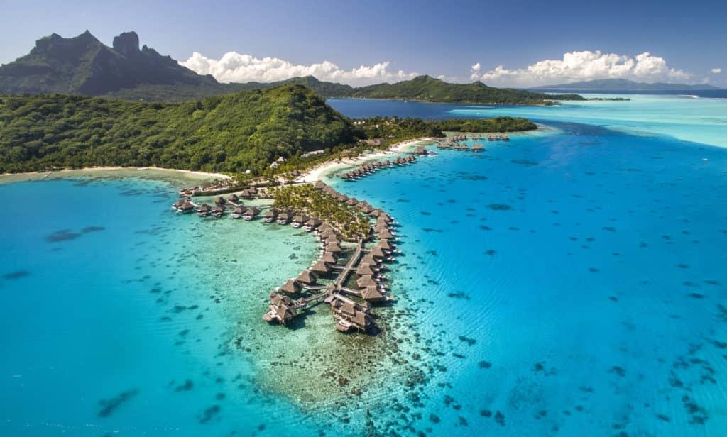 Eines von 80 Hilton Kategorie 13 Hotels: Das Conrad Bora Bora Nui © Conrad Hotels & Resorts