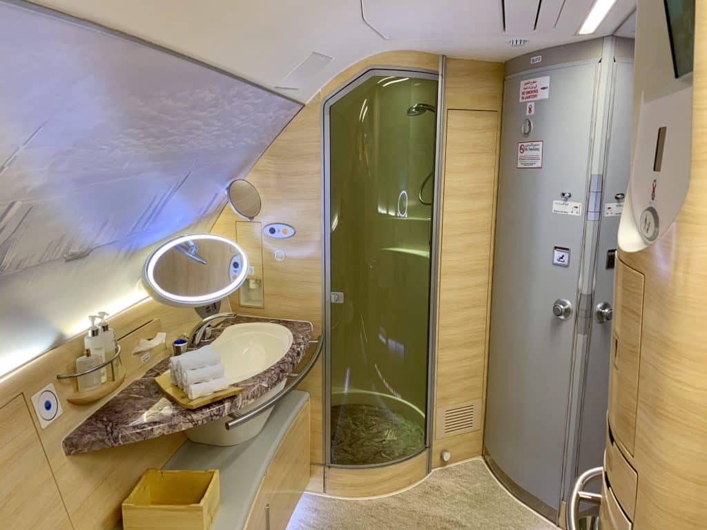 Emirates First Class A380 Dusche