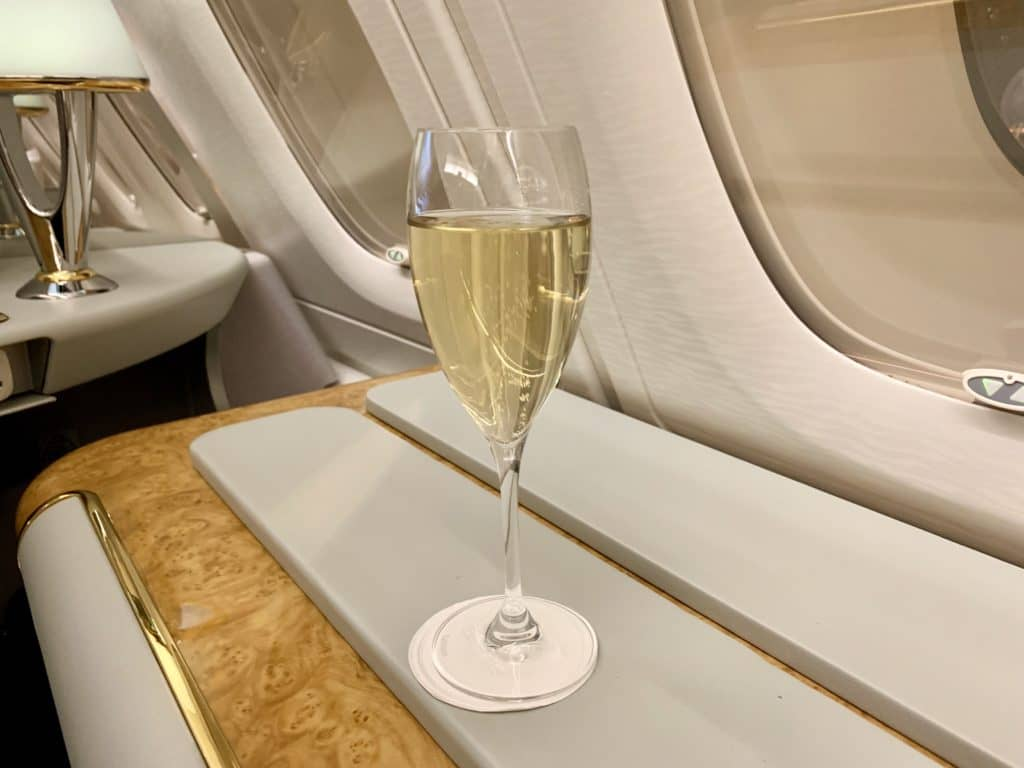 Emirates First Class A380 Champagner