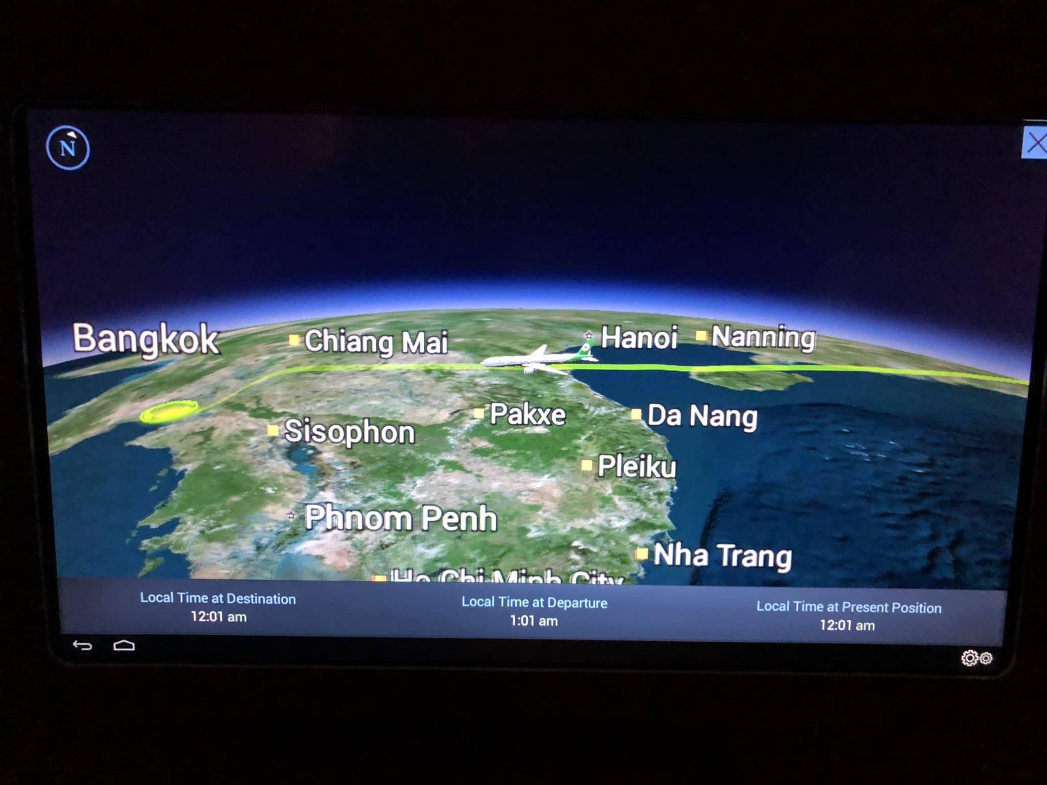 EVA Air Business Class Boeing 777-300 Anflug Bangkok