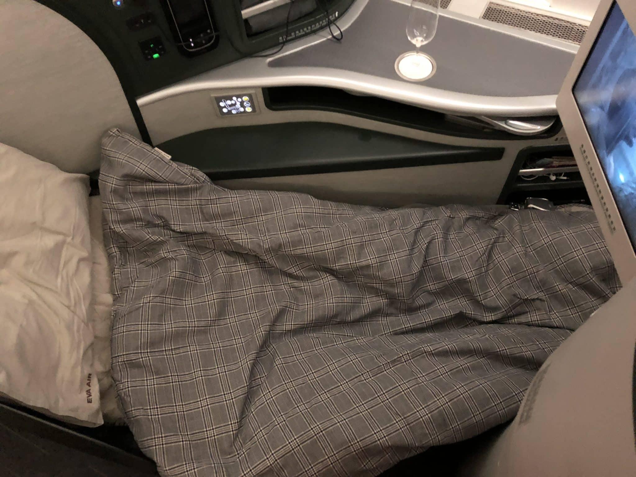 EVA Air Business Class Boeing 777-300 Bett mit Decke