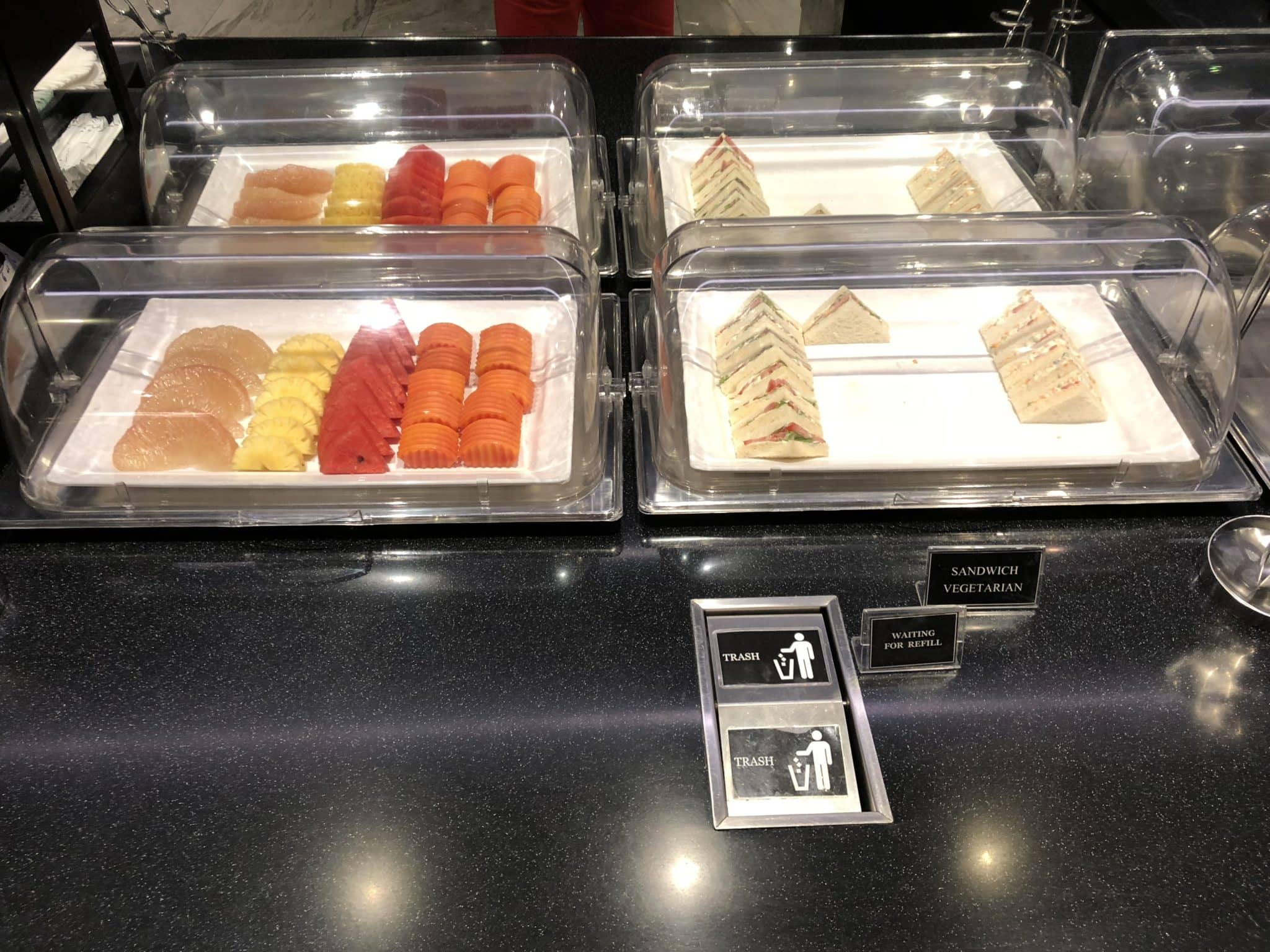 EVA Air Lounge Bangkok Sandwiches Fruechte