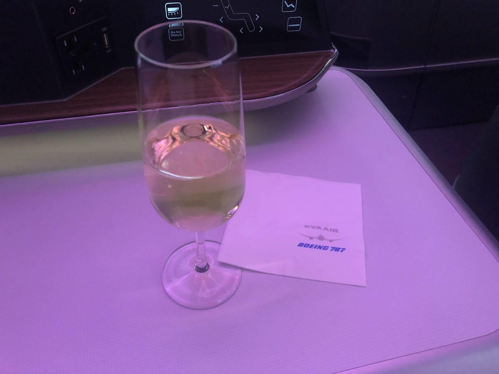 EVA Air neue Business Class 787-9 Sparkling wine