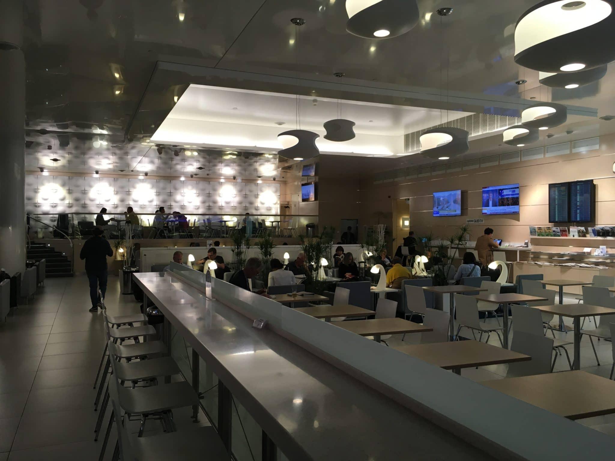 Finnair Lounge Helsinki Non-Schengen Lounge unten