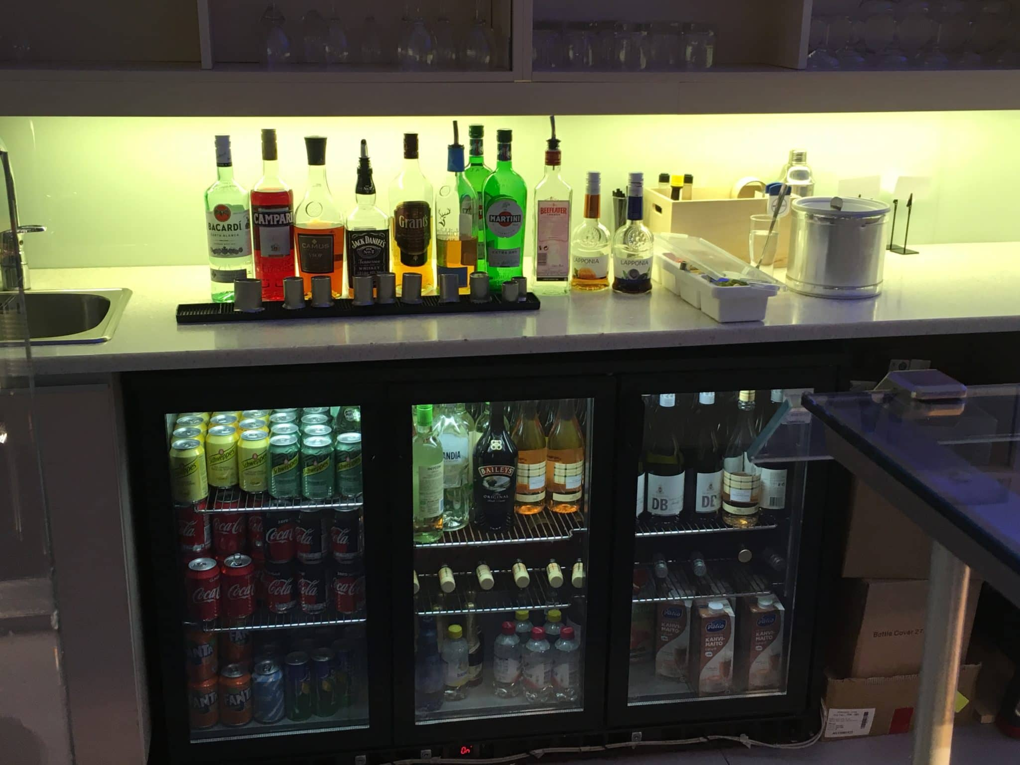 Finnair Lounge Helsinki Non-Schengen Alkohol und Getraenke