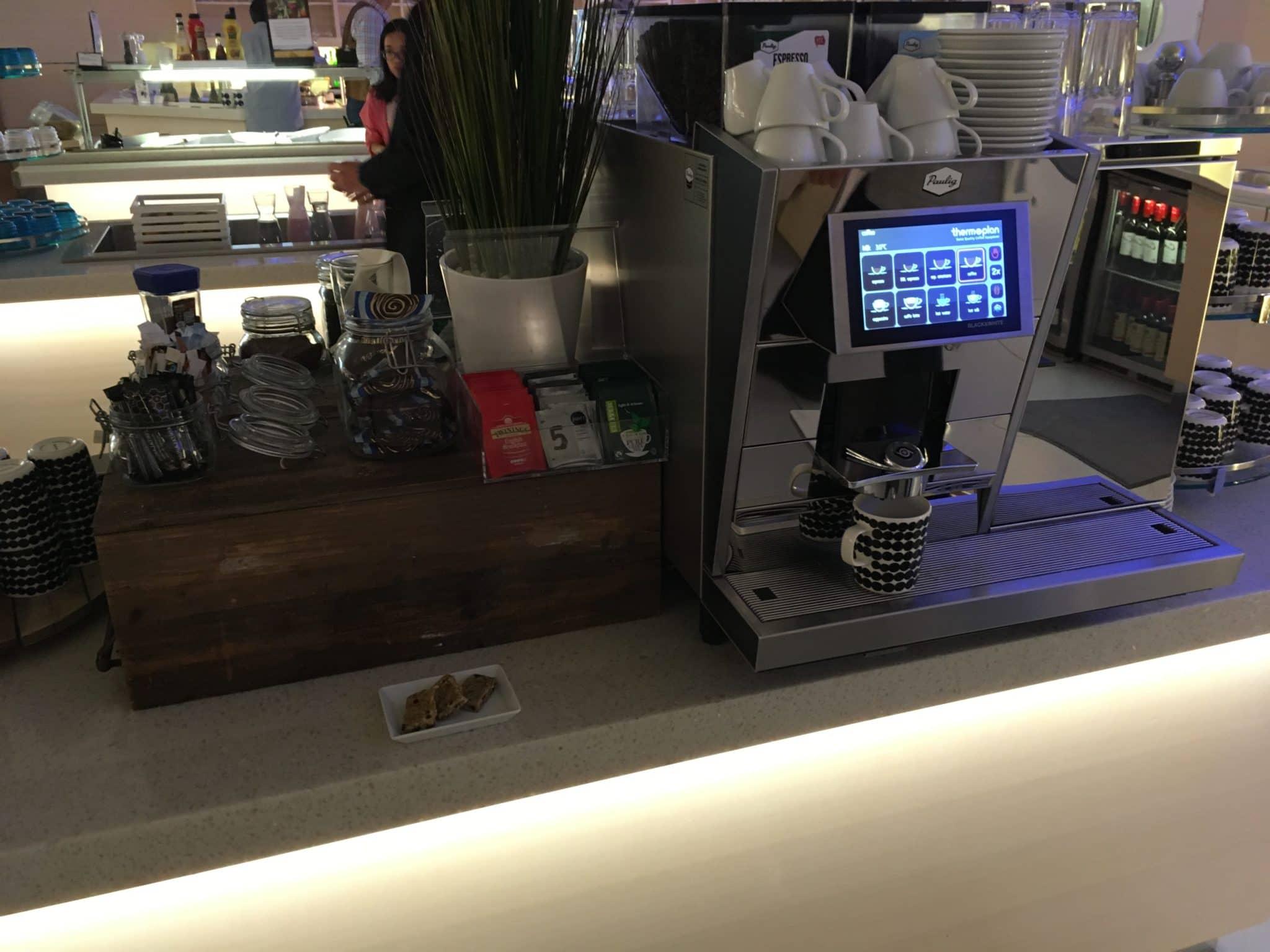 Finnair Lounge Helsinki Non-Schengen Kaffemaschine