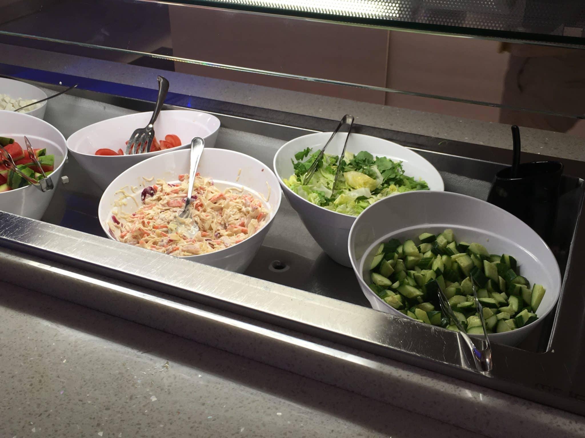 Finnair Lounge Helsinki Non-Schengen Salatbar