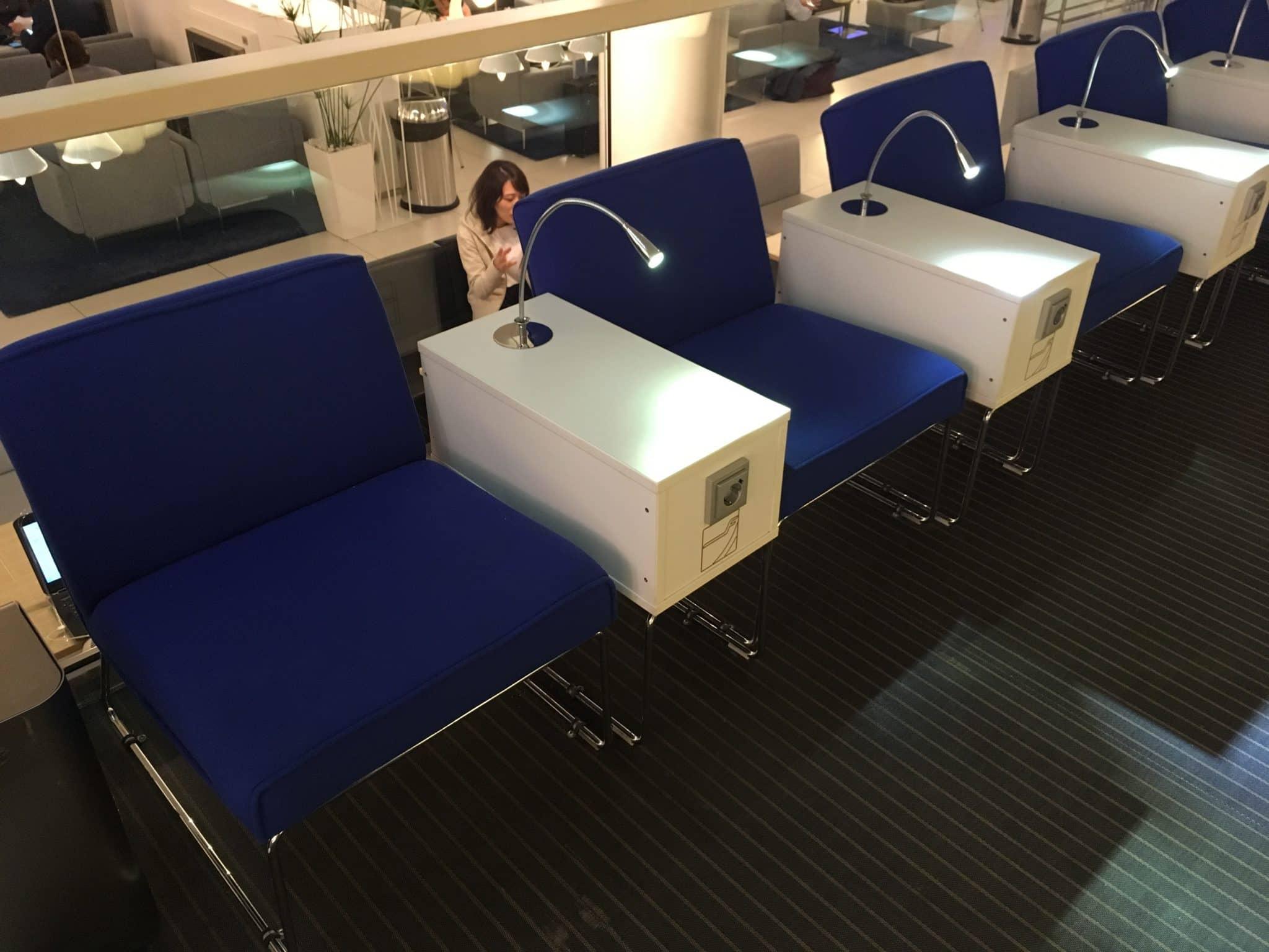Finnair Lounge Helsinki Non-Schengen Stuhl