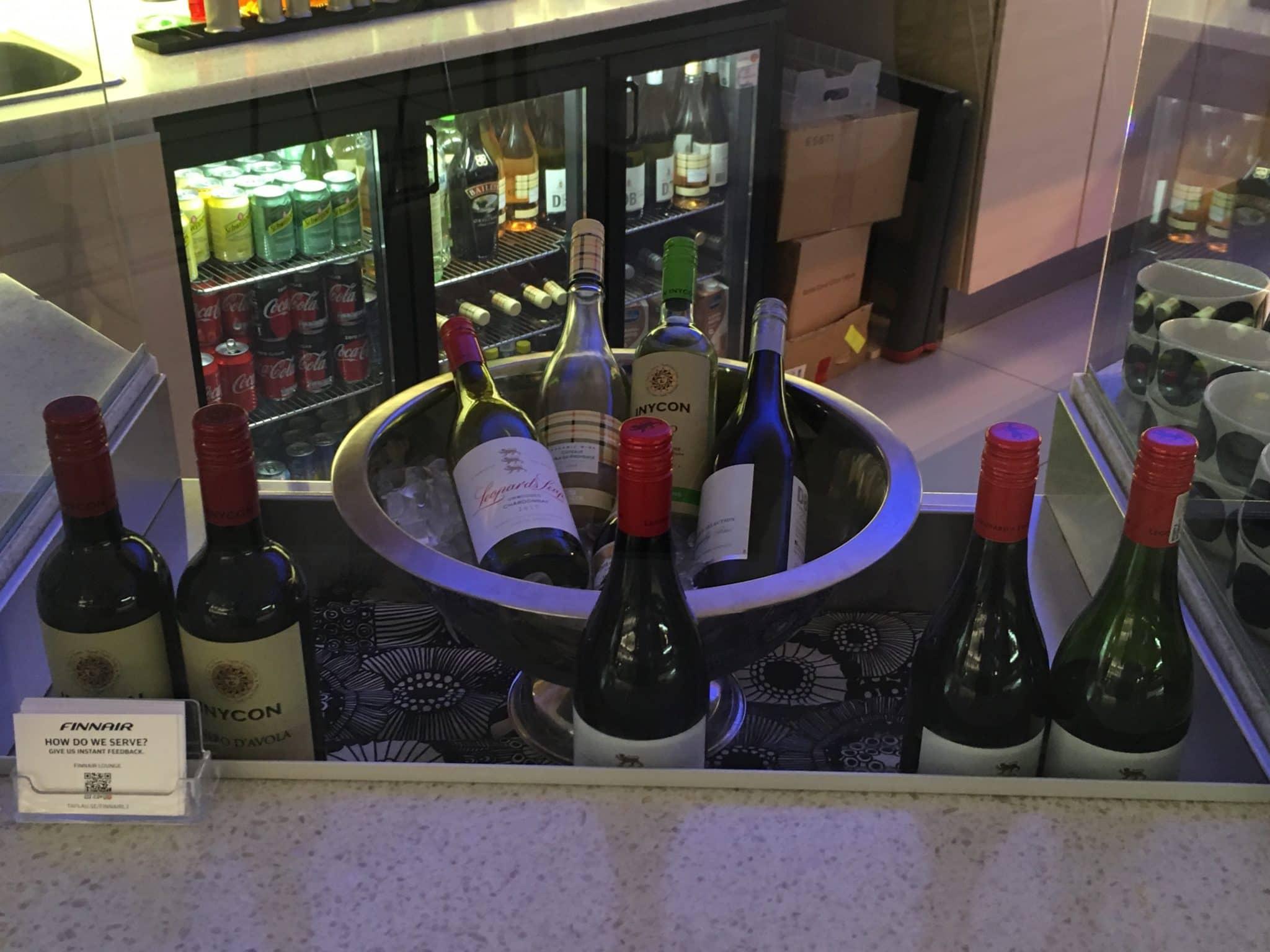 Finnair Lounge Helsinki Non-Schengen Weinauswahl