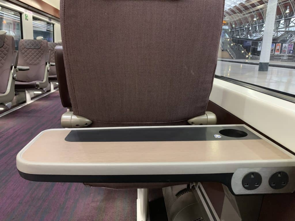 Heathrow Express Business First Class Tisch