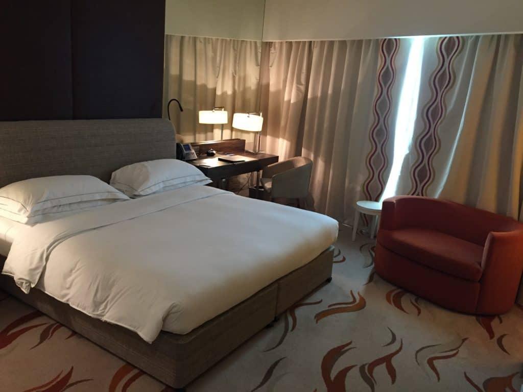 Ein Hilton Honors Status kann mit Übernachtungen, Aufenthalten oder dem Sammeln von Bonuspunkten erhalten werden