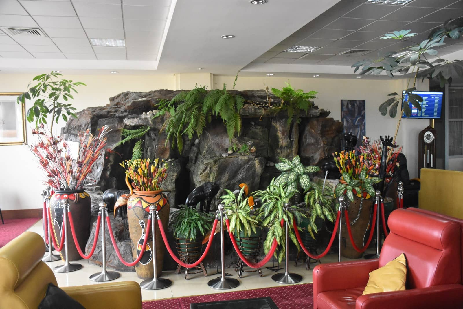 Karibuni Lounge Entebbe Brunnen
