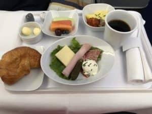 Lufthansa Business Class A350 Fruehstueck