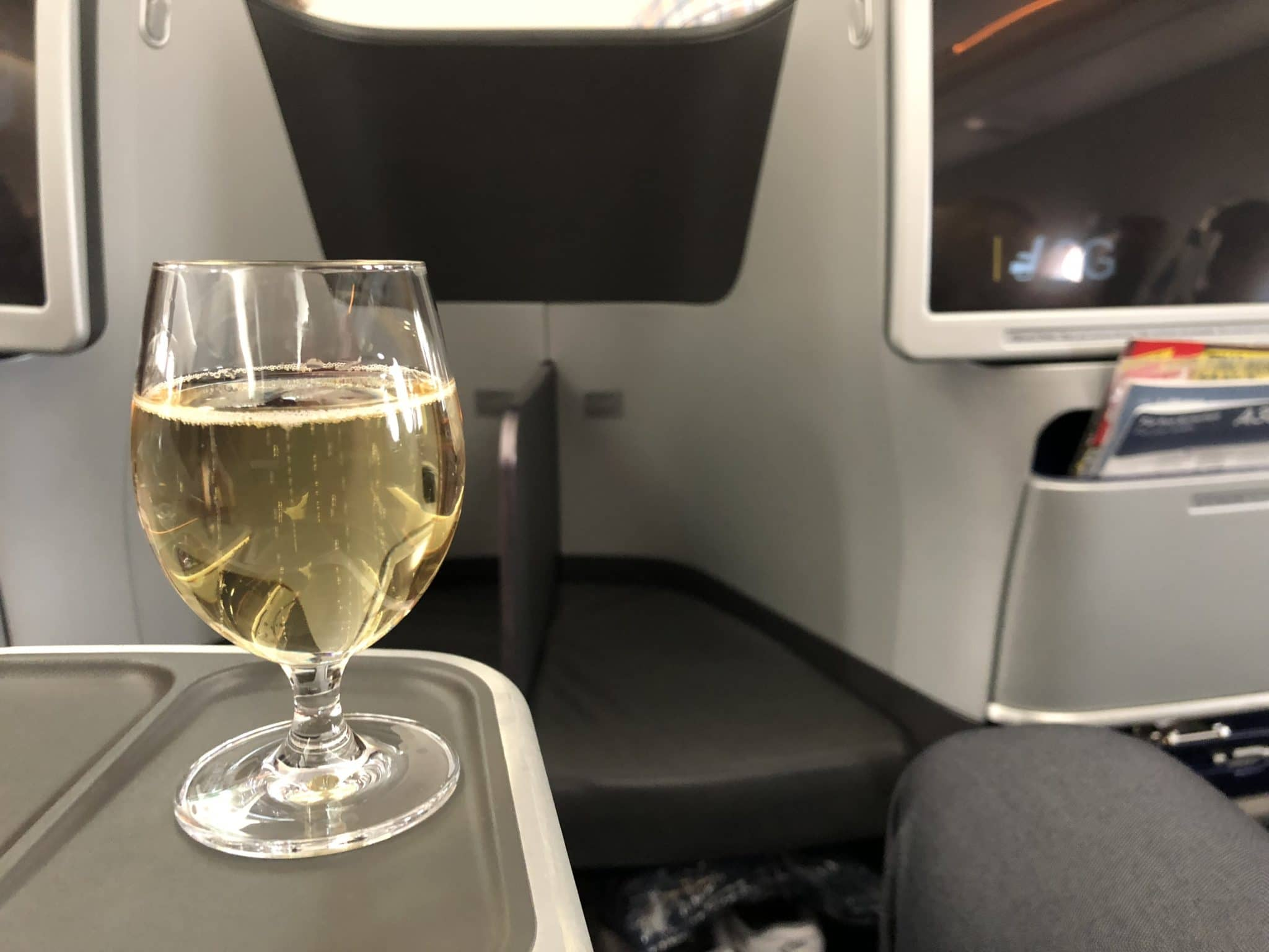 Lufthansa Business Class A350 Champagner zur Begrüßung