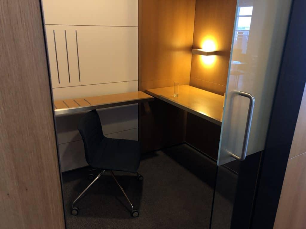 Lufthansa Business Lounge Frankfurt A26 Geschlossener Arbeitsplatz