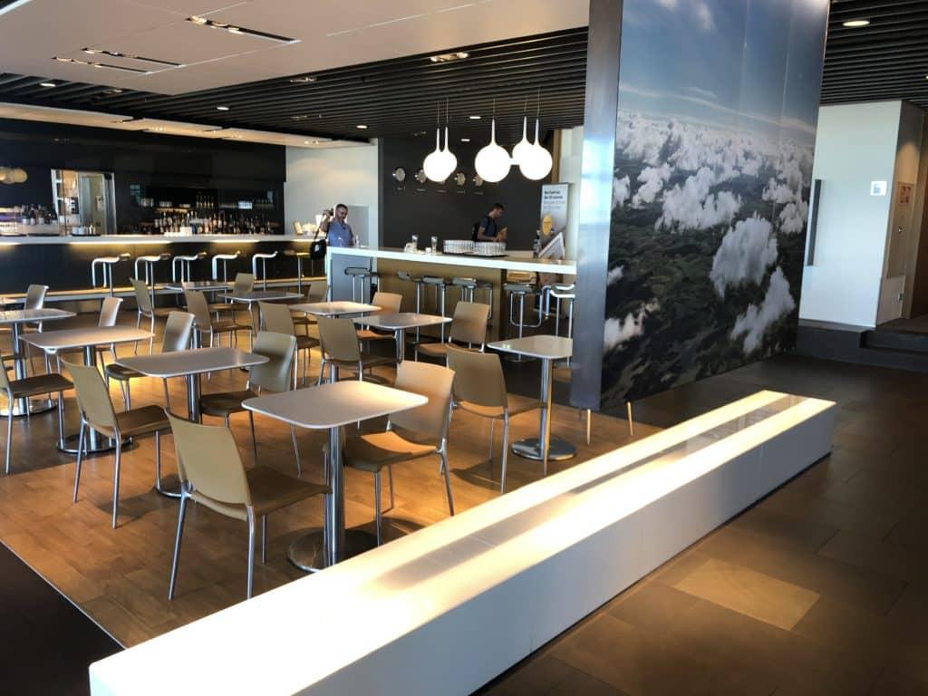 Lufthansa Business Lounge Frankfurt A26 Blick in die Lounge