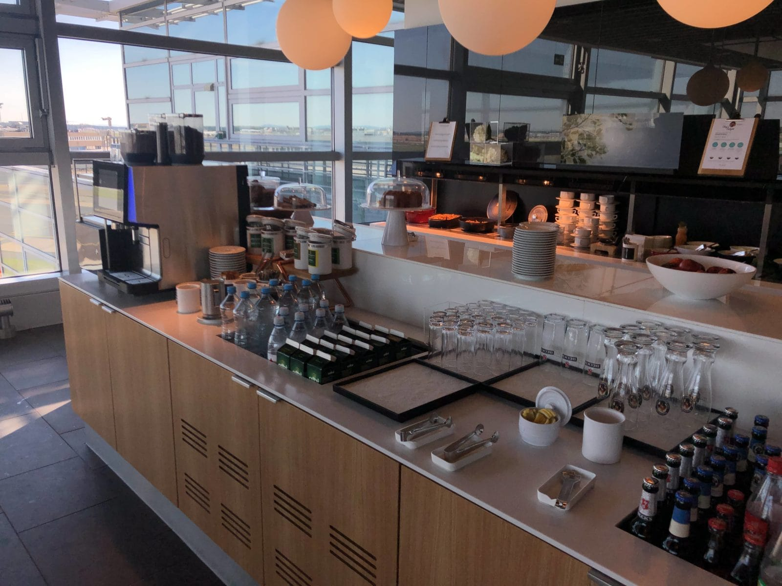 Lufthansa Business Lounge Frankfurt A26 Buffetbereich