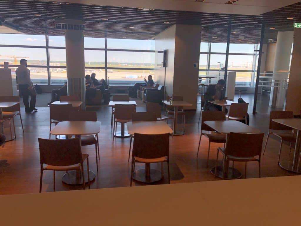 Lufthansa Business Lounge Frankfurt A26 Tische