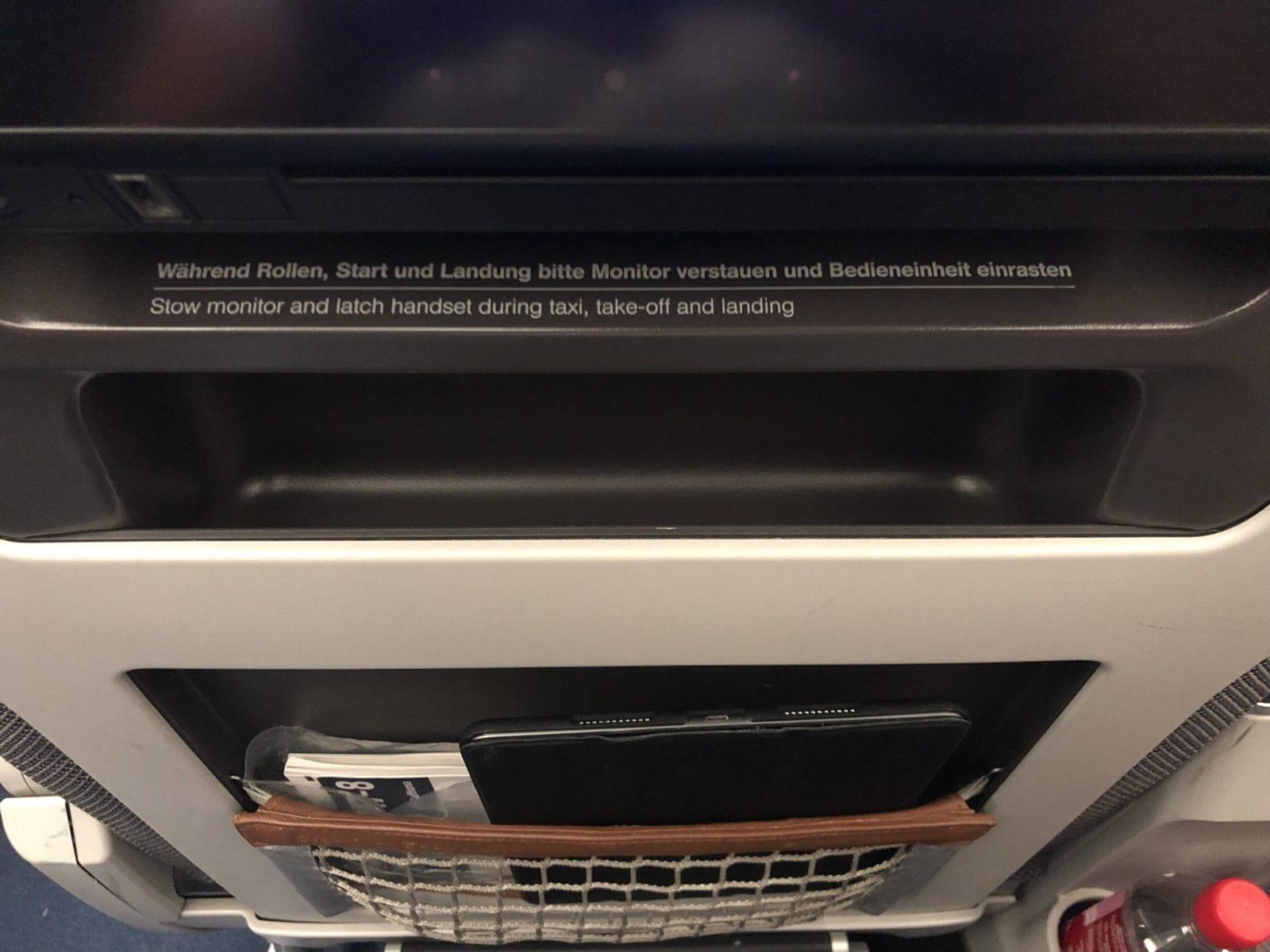 Lufthansa Premium Economy Ablagefach