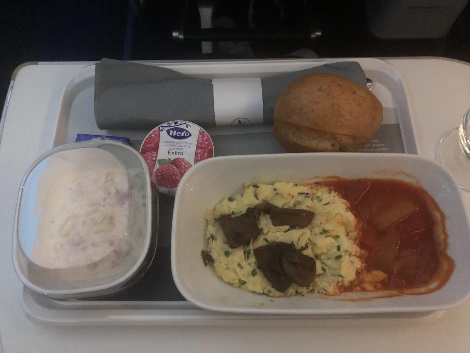 Lufthansa Premium Economy Ruehrei Paprikagemuese