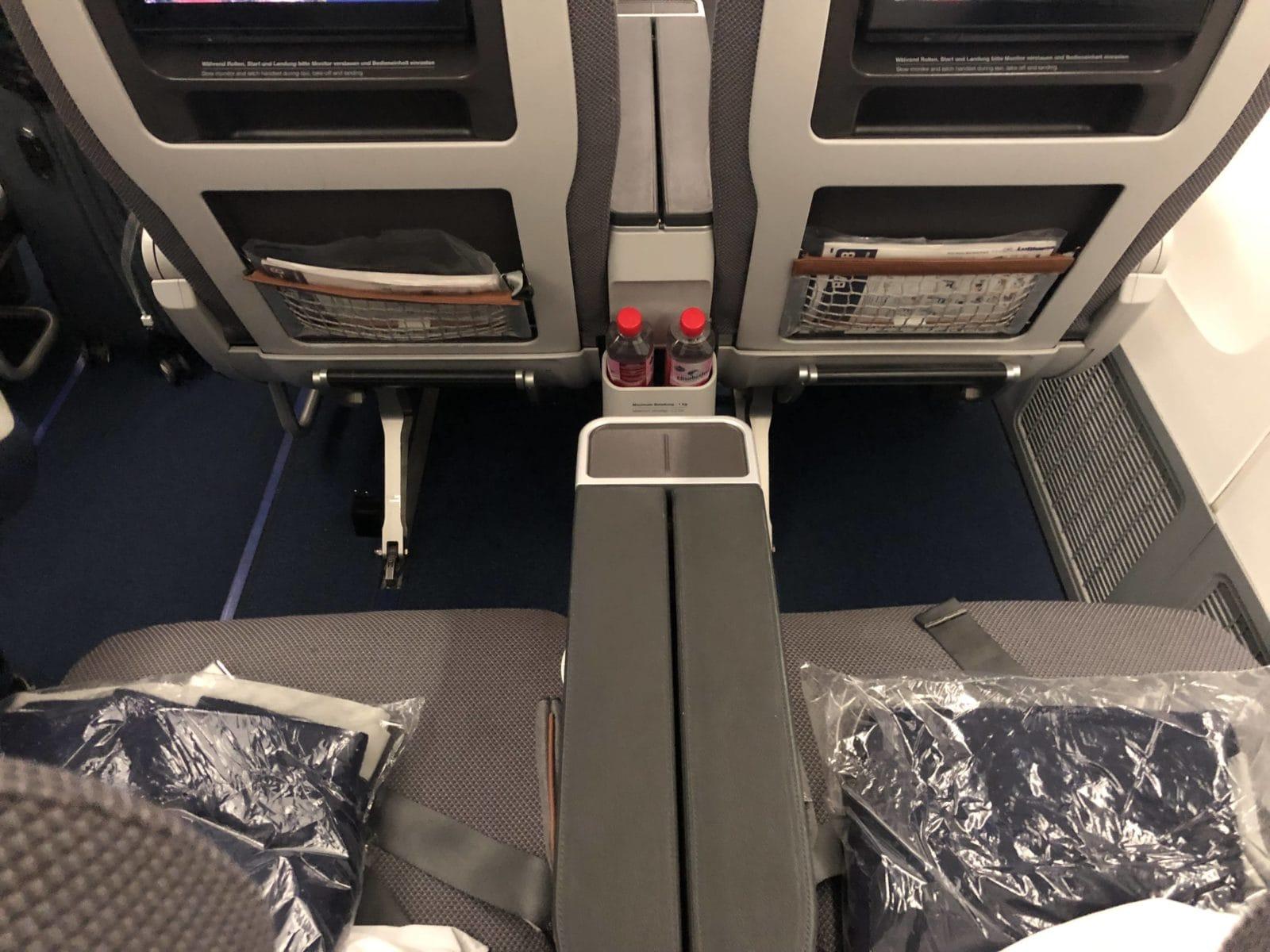 Lufthansa Premium Economy Sitz von hinten