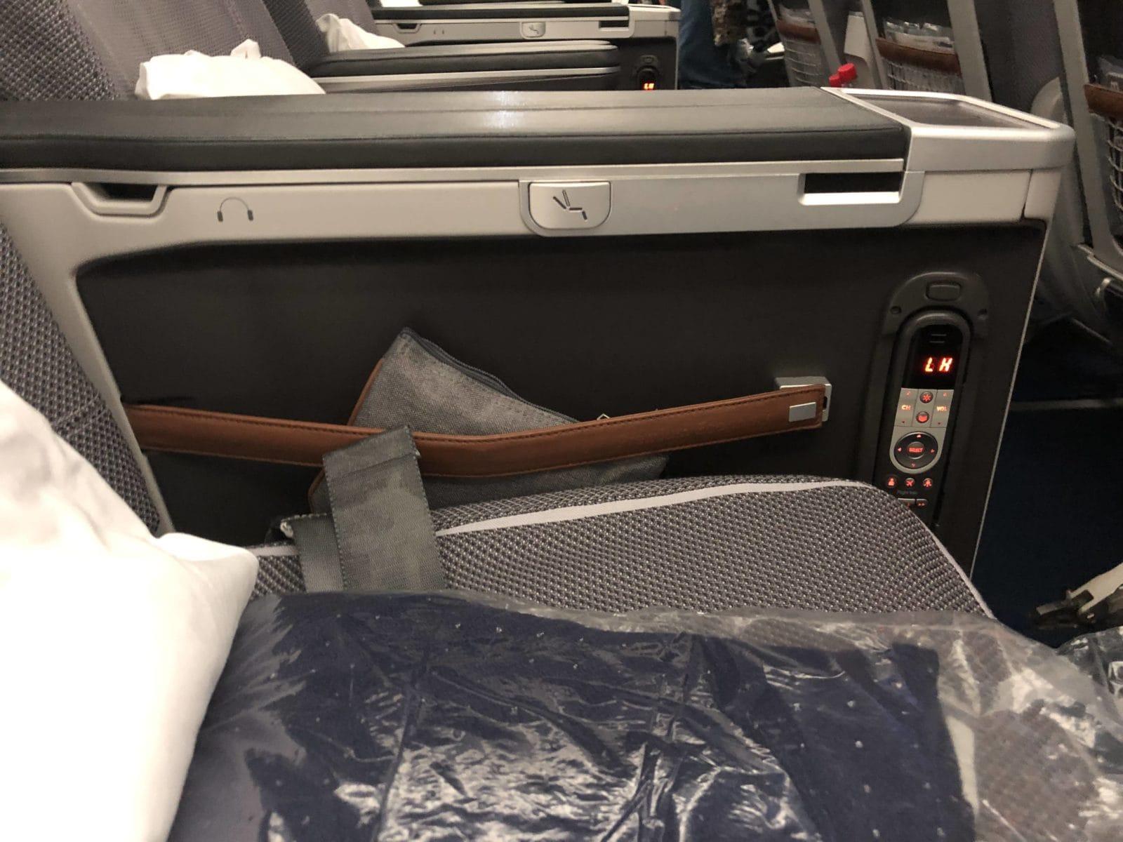 Lufthansa Premium Economy Knopf Sitz einstellen