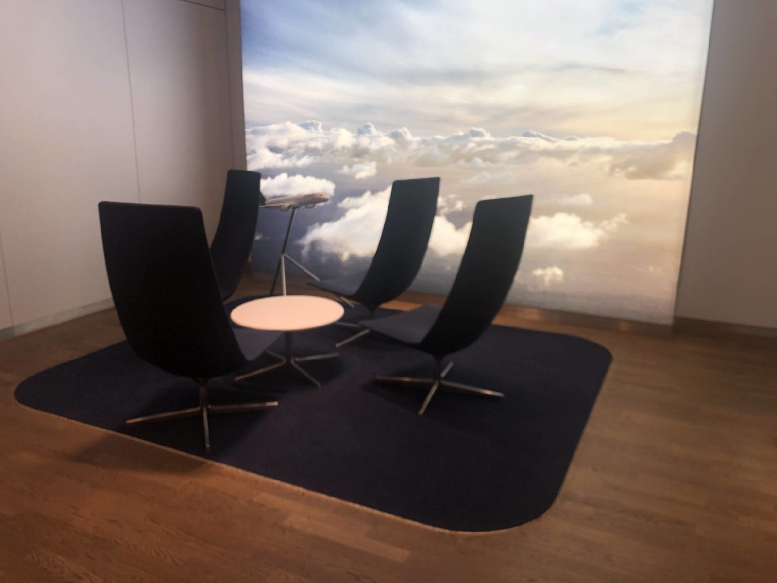 Lufthansa Senator Lounge Frankfurt A Sessel im Eingangsbereich