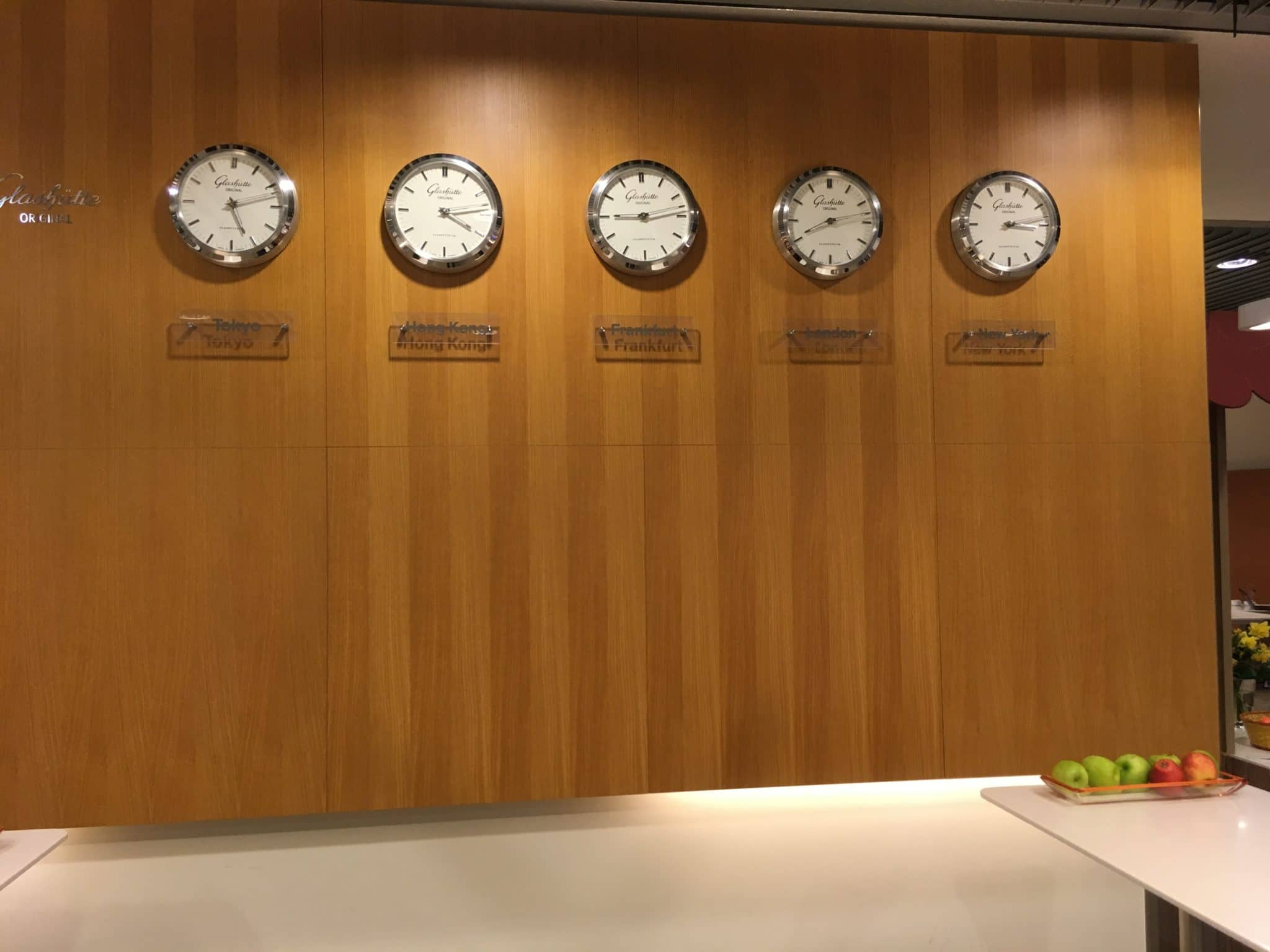 Lufthansa Senator Lounge Frankfurt B World Clocks