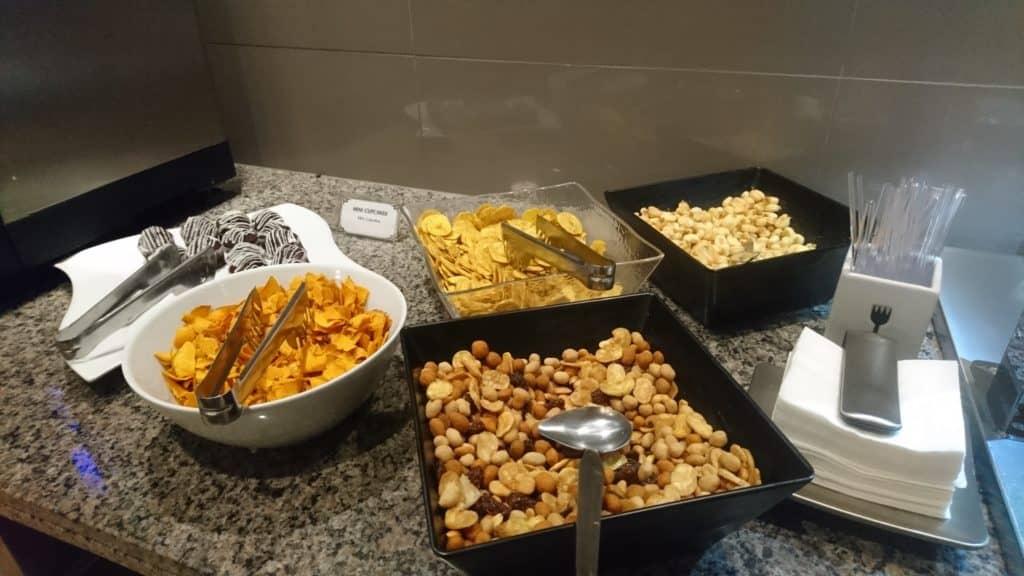 Nüsse und Chips