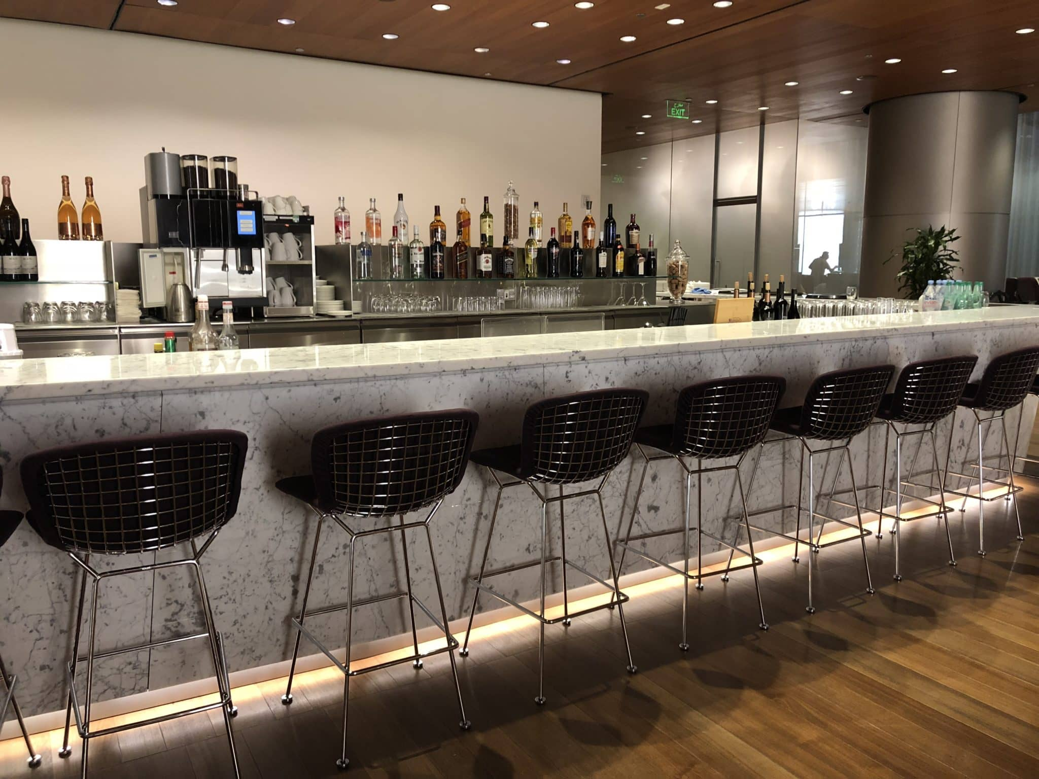 Qatar Airways Al Mourjan Business Class Lounge Bar im Restaurant