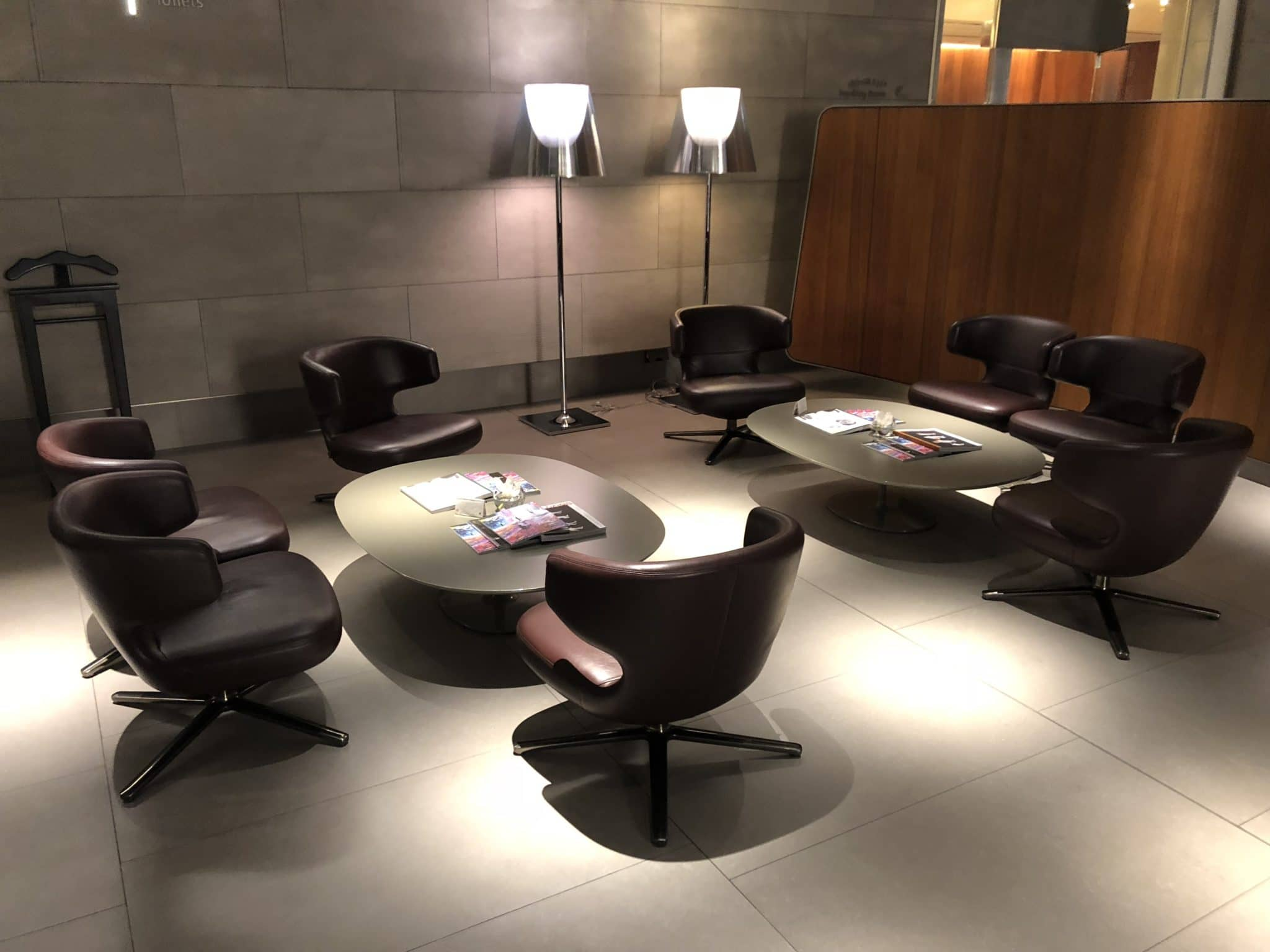 Qatar Airways Al Mourjan Business Class Lounge Sitzoption Gruppe