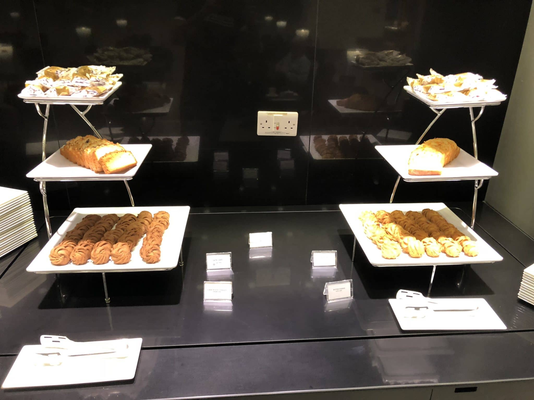 Qatar Airways Al Mourjan Business Class Lounge Snacks Business Bereich