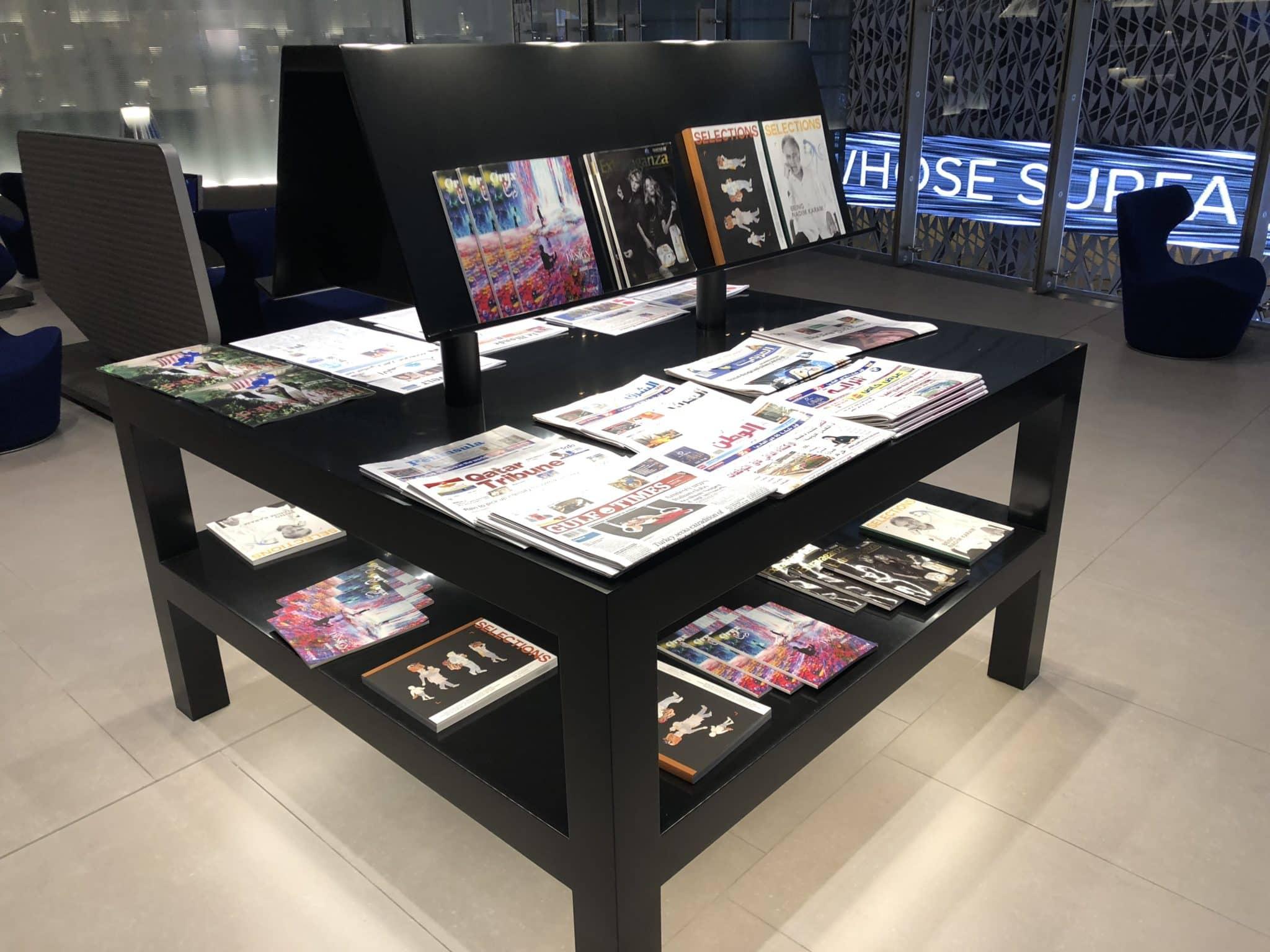 Qatar Airways Al Mourjan Business Class Lounge Zeitungen und Zeitschriften