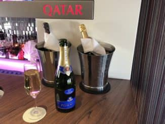 Qatar Airways Business Class A380 Glas Champagner