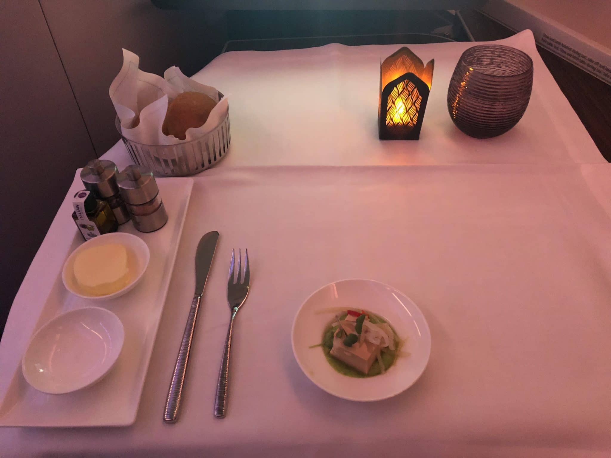 Qatar Airways Business Class A380 Tischbedeckung